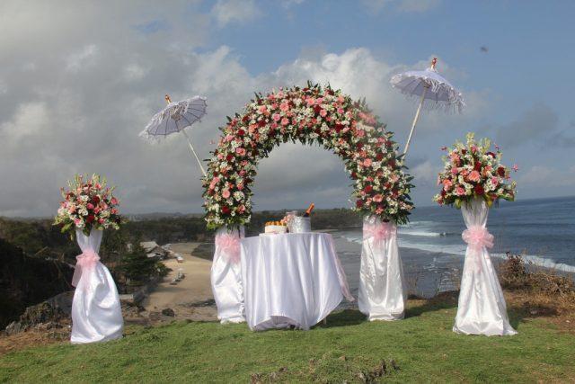 Những cách trang trí cổng hoa cưới đẹp cho lễ cưới hình ảnh 2