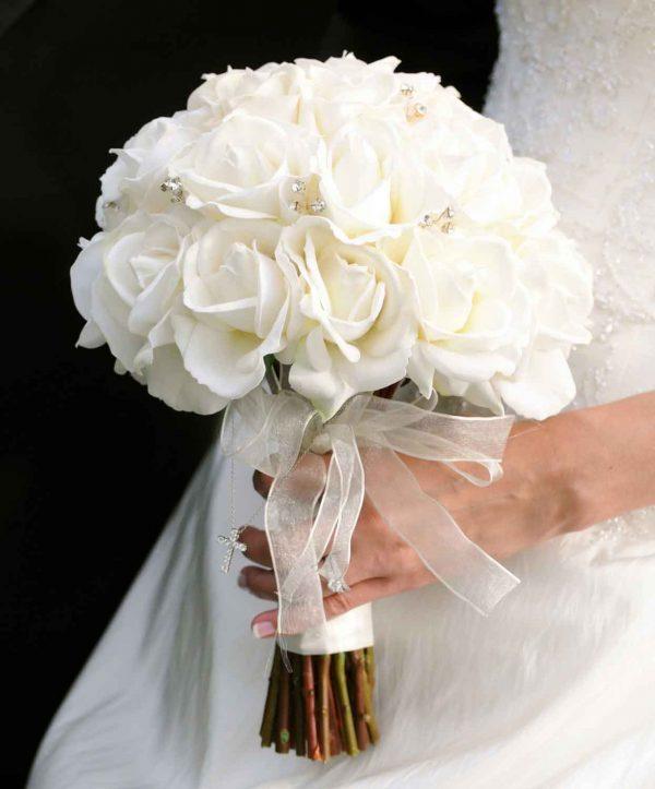 Tinh khôi với hoa cưới hoa hồng trắng